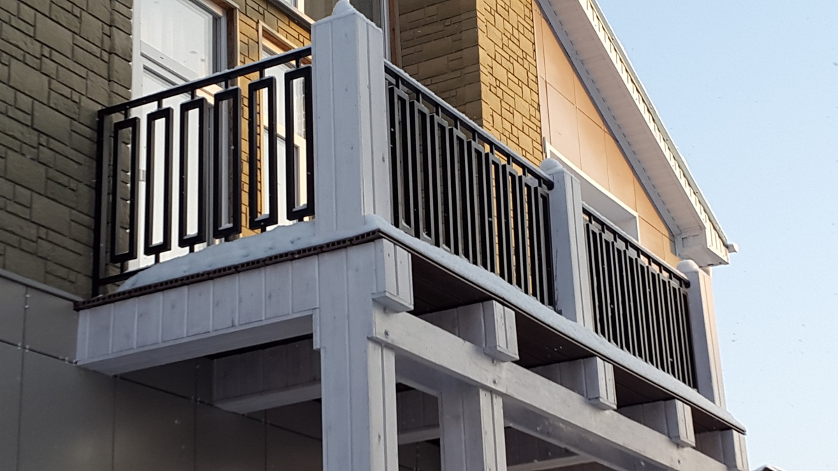 Описание ограждений и перил для балконов из металла, фото пе.