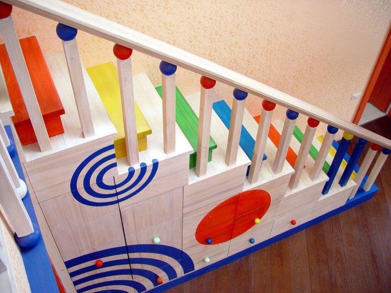 Детская деревянная лестница со шкафчиками