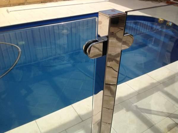 Стекло и нержавеющая сталь для бассейна