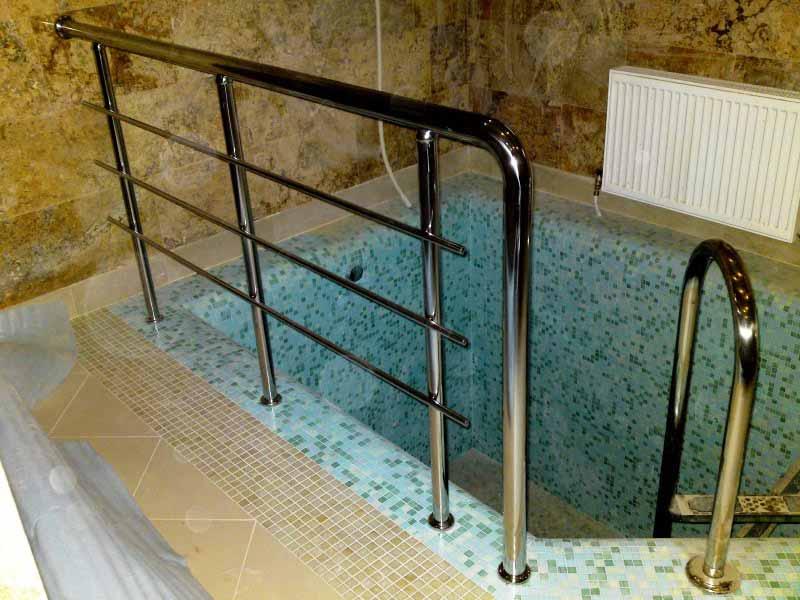 Ограждение и лестница для бассейна