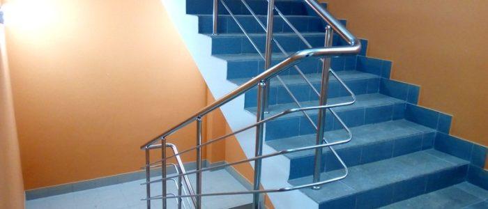Перила, поручни и ограждения из высокопрочной нержавеющей стали для коттеджа и дачи – это замечательное решение вопроса безопасности и эстетического обрамления здания.