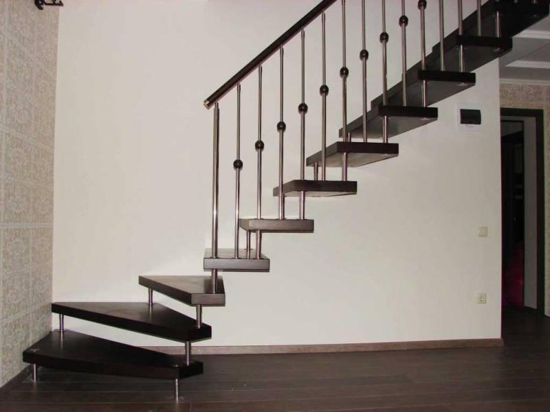 Лестницы из металла на больцах