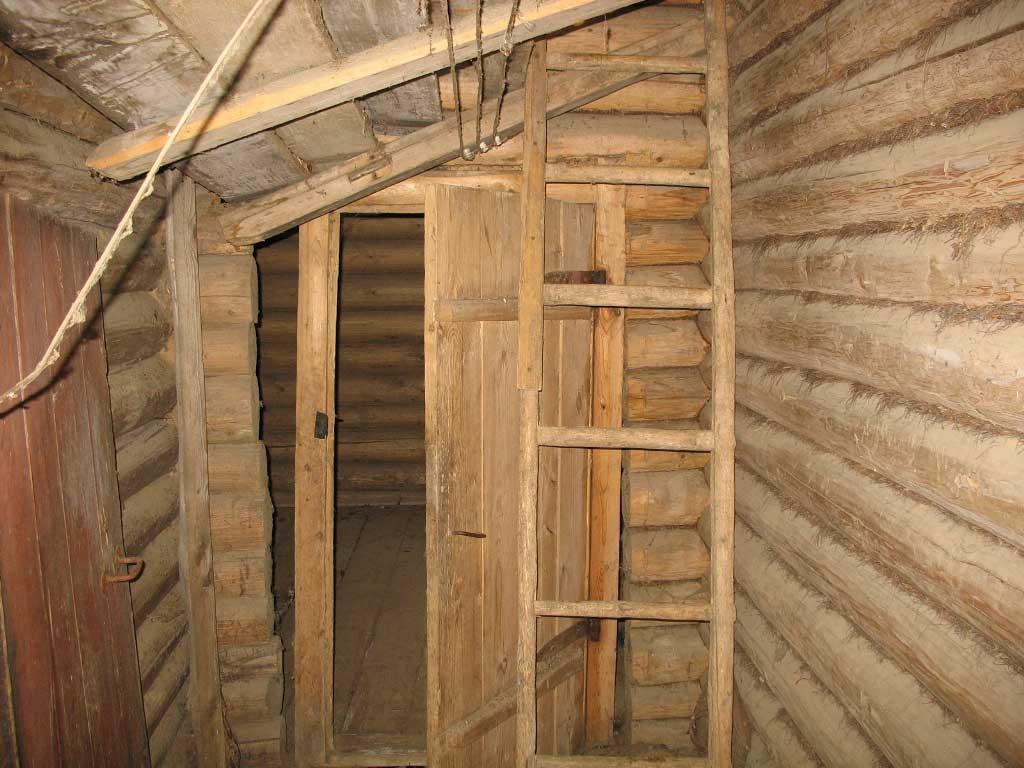 Лестница на чердак в бане