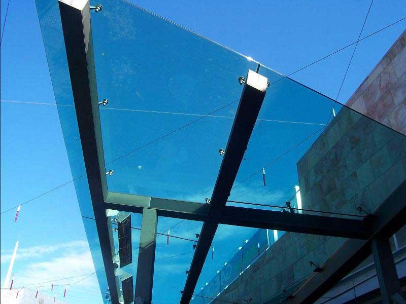 Крепление стеклянных конструкций