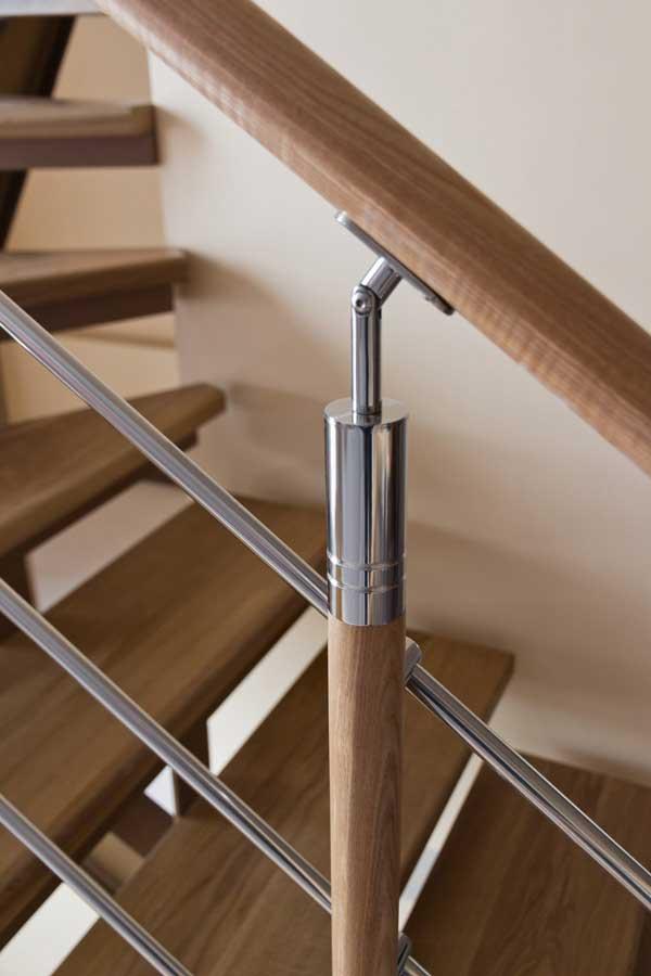Комбинированные стойки для лестниц