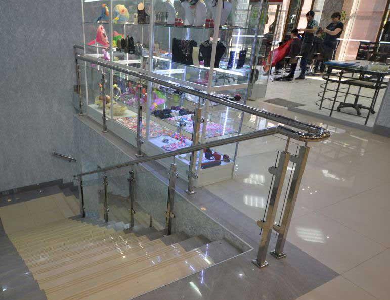 Ограждения лестниц в торговых центрах