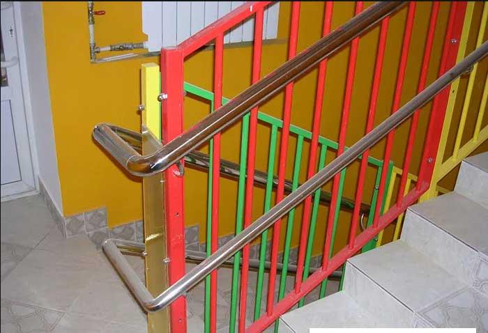 Ограждения лестниц в детском саду